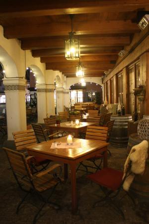 Restaurant Alpenhof: Outdoor seating area