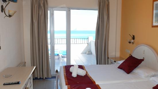 Hotel La Riviera Bedroom