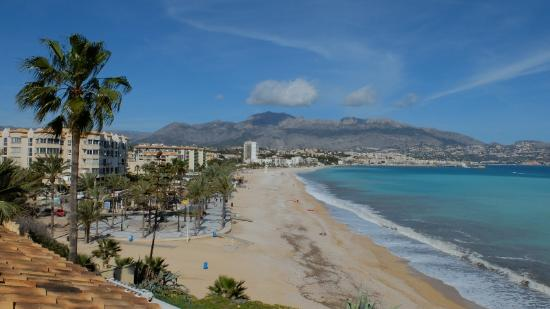Hotel La Riviera: View from room along beach