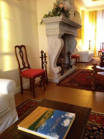 Grand Hotel Palace -- Ancona: camino in salone - fantastic