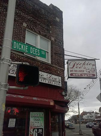 Dickie Dee's: Outside