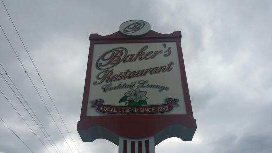 Baker's Restaurant: The front road signage of Bakers Restaurant