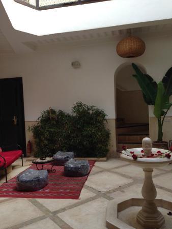 Riad Ghemza : Cortile interno / sala colazioni