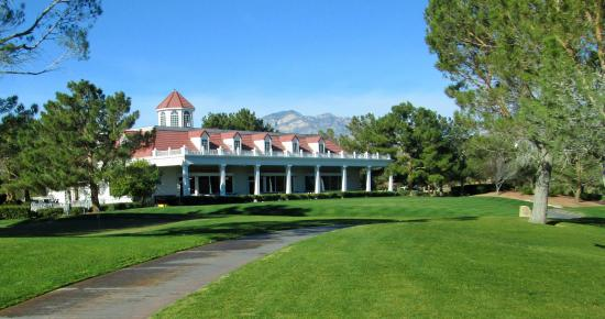 Primm Valley Golf Club - Lakes Course : Very nice club house and staff