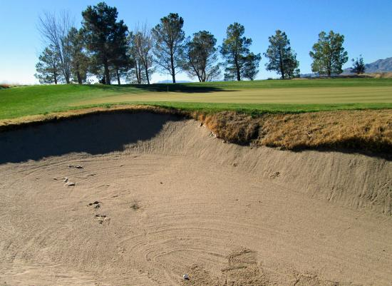 Primm Valley Golf Club - Lakes Course : Numerous Tom Fazio bunkers.....not the best sand but playable