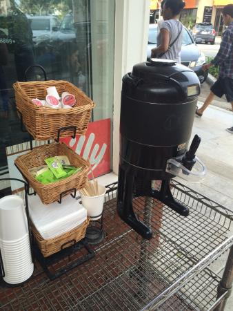 The Crema Cafe: Free coffee while you wait
