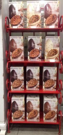 Snack Bar Esso: Uova Venchi Cioccolato bianco pistacchio nocciola e mandorle,  Nocciolato latte con nocciola i