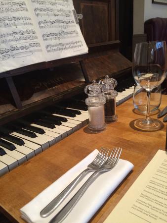 Laughing Gravy Bar U0026 Restaurant: Piano Table!