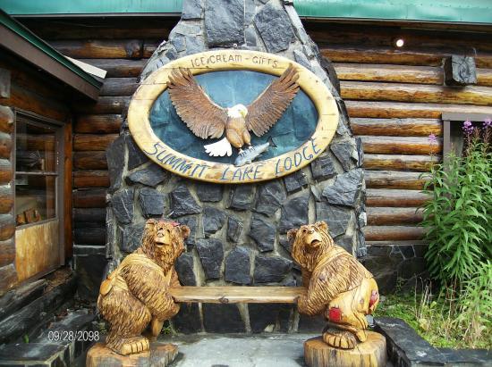 Summit Lake Lodge: Entry of Lodge