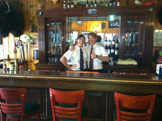 Summit Lake Lodge: Bar