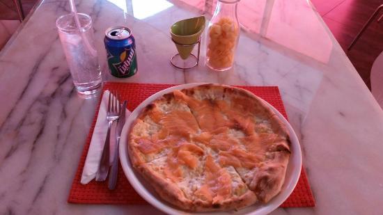 Biancorosso Pizza : Salmon Pizza