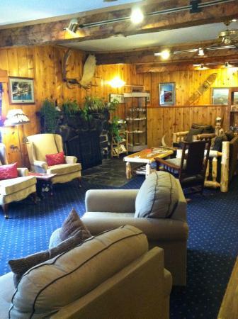 Summit Lake Lodge : inside Lodge