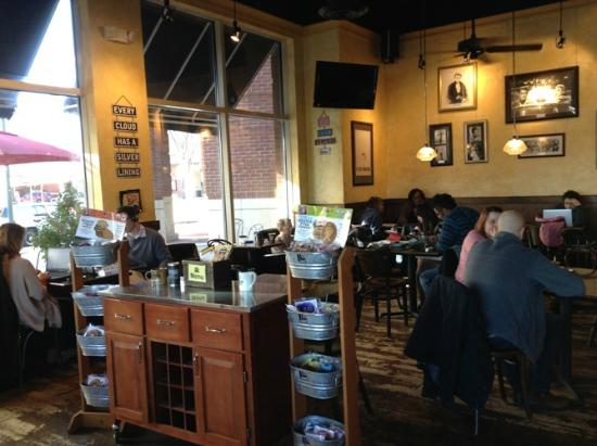 Aromas World - Specialty Coffees & Gourmet Bakery: Inside is warm and friendly