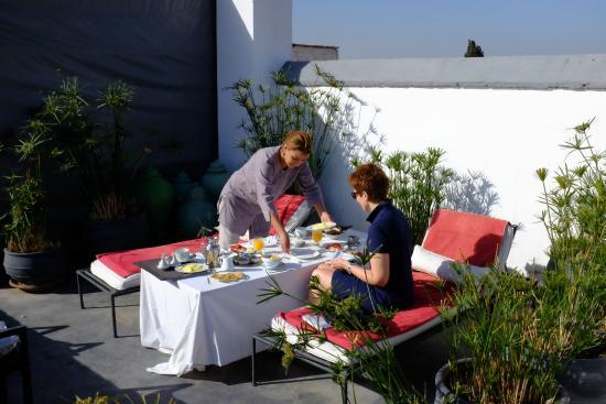 Dar Seven: Frühstück auf der Dachterrasse