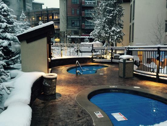 Dulany at the Gondola Condominiums: Outdoor jacuzzis