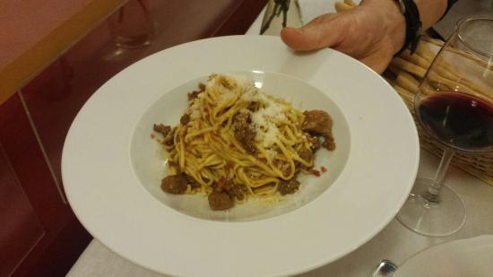 Osteria Umberto: Tajarin al sugo di cinghiale-merluzzo al verde con contorno-carne cruda con scaglie di grana-pol
