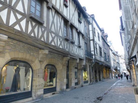 Hotel Wilson: Examples of the older buildings in Dijon