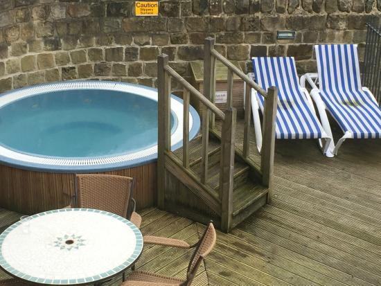 "Losehill House Hotel & Spa: The ""delightful"" jacuzzi area."