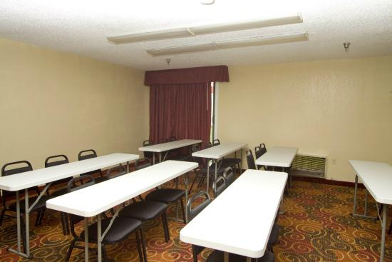 Quality Inn Kansas City I-435N Near Sports Complex: Meeting Room