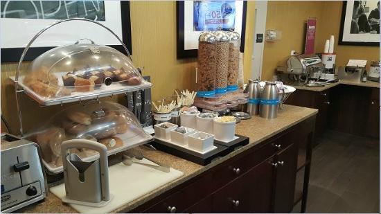 Hampton Inn Manhattan-Seaport-Financial District: breakfast