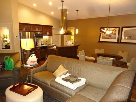 Hershey Suite - from fireplace toward kitchen, door to 2