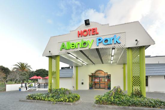Allenby Park Hotel: Front View