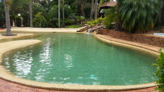 Forresters Beach Resort: Pool and grounds
