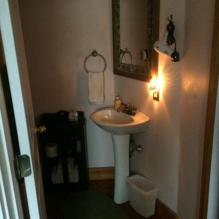 Paws Inn: Our nice clean bathroom!