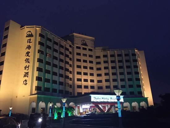 Zhuhai Holiday Resort Hotel: Hotel view at night