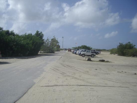 Bonaire Windsurf Place : Free parking behind