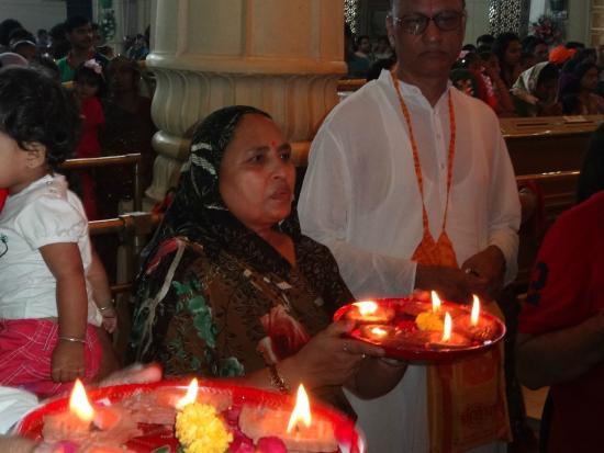ISKCON Temple, Ahmedabad: Offering Prayer