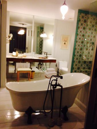 Gin And Tonic Beautiful Bath And You Can Watch Tv Perfect After A