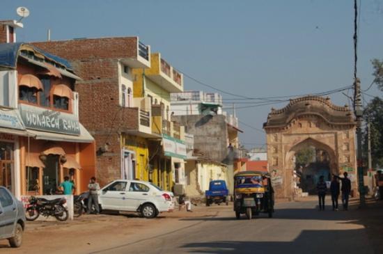Monarch Rama: Main street, city gate, and Hotel.