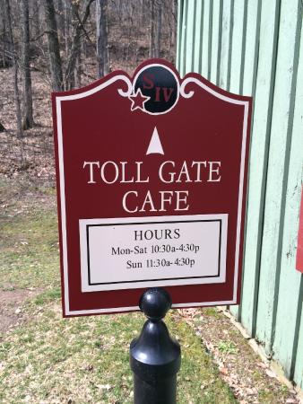 Toll Gate Cafe : Sing at Makers Mark