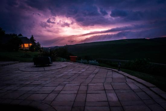 Amazian Mountain River Lodge: Amazian Lodge during Thunderstorm