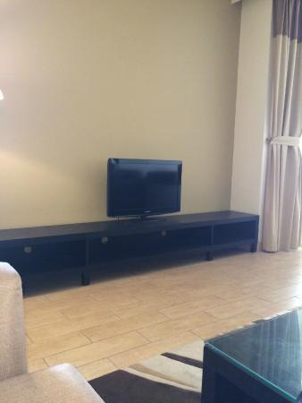 The Apartments Dubai World Trade Centre: Sitting Area with TV