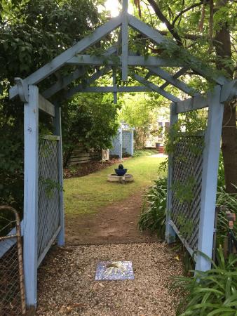 Erindale Guest House: Garden view