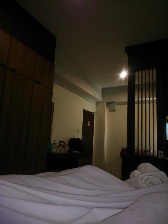 Cool Residence: classy modern room