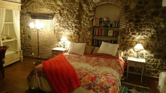 Casa Matilda Bed and Breakfast: La cama es muy amplia y cómoda... y la decoración, preciosa