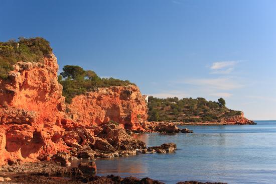 Terres de l'Ebre, إسبانيا: Rocas playa de Baconé en L'Ampolla