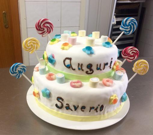 Torta In Pasta Di Zucchero 50 Anni Matrimonio Picture Of Le