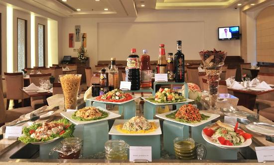 HAUT MONDE BY PI Hotels : Citron buffet setup