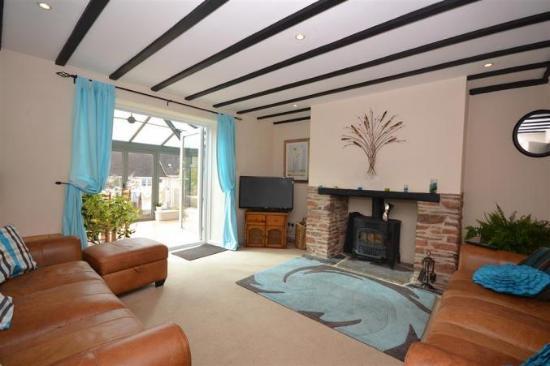 Cutlands Barn: front room fireplace