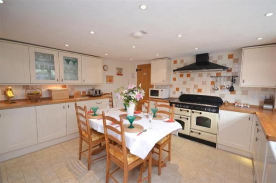 Cutlands Barn: kitchen dining