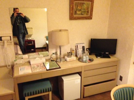 Bureau dans la chambre picture of narita airport rest house
