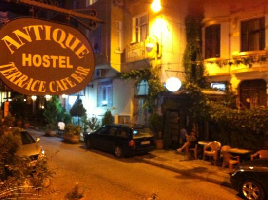 Antique Hostel - Guest House: Улочка вдоль отеля