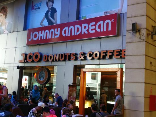 J.Co Donuts & Coffee: Selalu Ramai