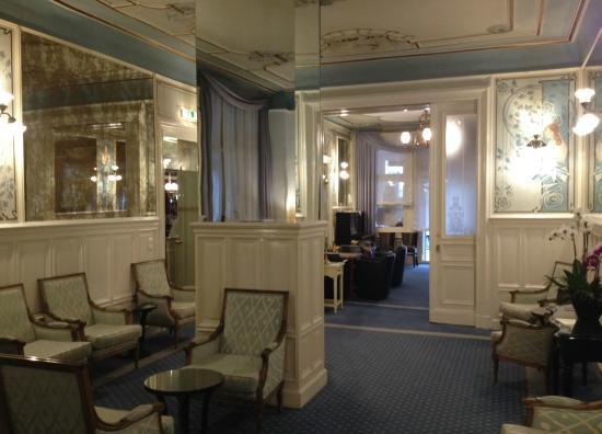 Henri Hotel Berlin: de lobby van het hotel, achter de bar.