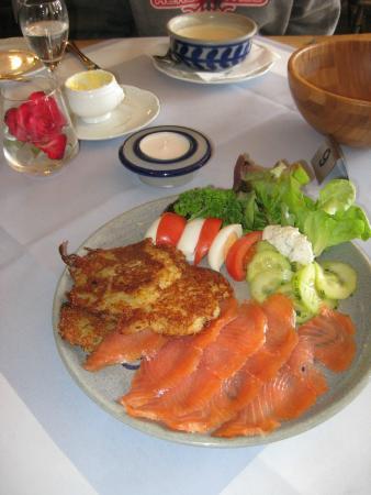 Burgschänke: Smoked salmon and potato pancakes