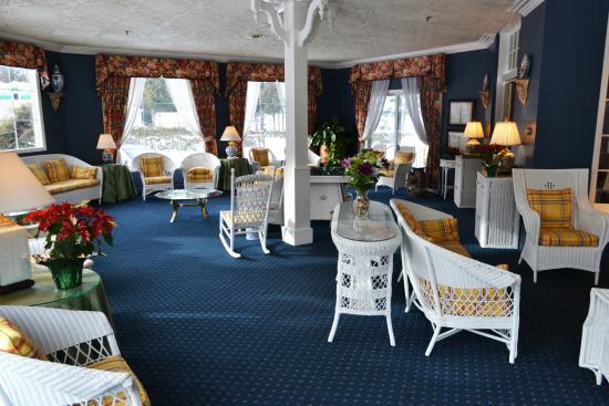 Stafford's Bay View Inn: Sunroom